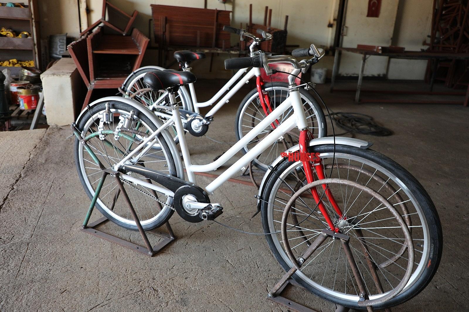 2021/07/elektrik-ureten-bisiklet-telefon-sarj-edecek-20210709AW36-2.jpg