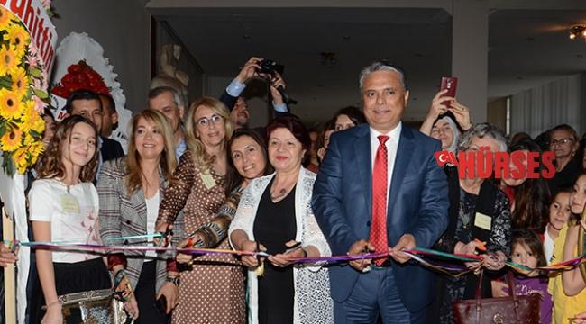 ''Ebru Sergisi'' müzede sergilendi