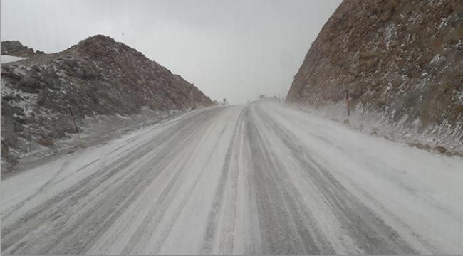 Kar yağışı trafiği aksattı