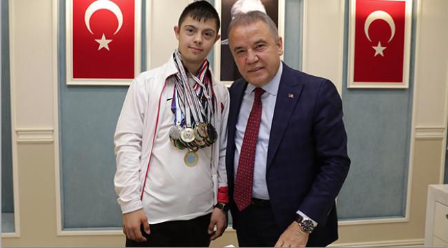 Başkan Böcek Menç'i ağırladı