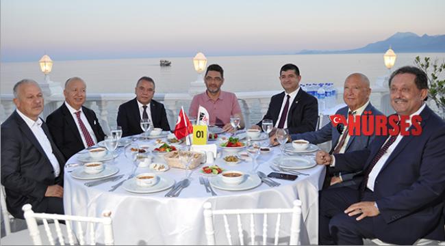 Başkanlar, iftar yemeğinde buluştu