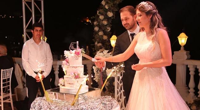 Evliliğe görkemli adım
