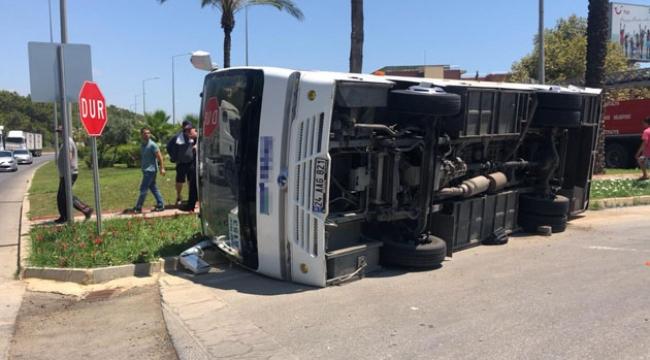 İki minibüs çarpıştı