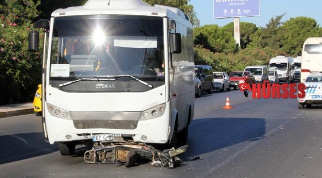 Midibüsle çarpışan motosikletin sürücüsü öldü