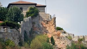 Alanya Kalesi'nde surları yıkan skandal