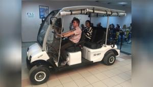 Hastalar golf aracı ile taşınıyor