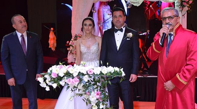 Bakan Çavuşoğlu nikah şahidi oldu