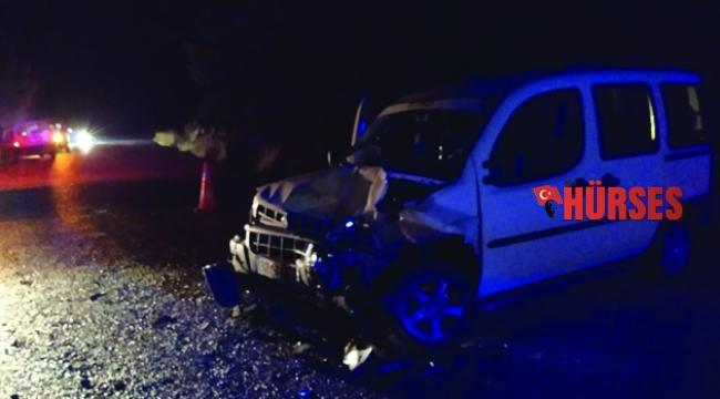 Islak zeminde kayan araçlar çarpıştı: 3 yaralı