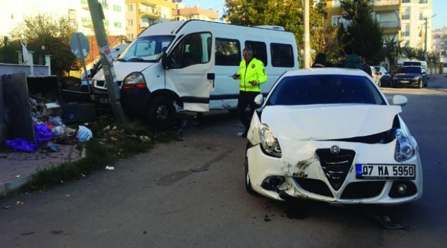 Minibüs kaza yaptı: 4 yaralı