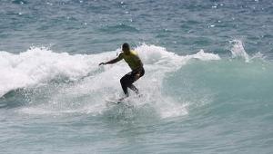 Alanya'da dalgada sörf heyecanı
