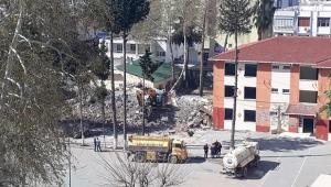 Dayanıksız okullar yıkılıyor