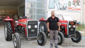 2 traktör, garajdan 38 yıl sonra vinçle çıkarıldı