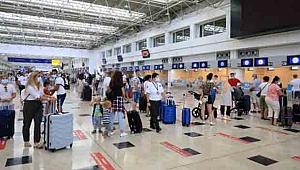 Antalya'ya bir haftada 180 bin turist geldi