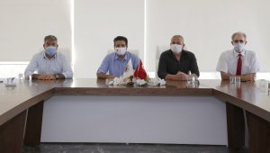 """Başkan Genç: """" 200 bin maske ve 25 bin litre dezenfektan dağıttık"""""""