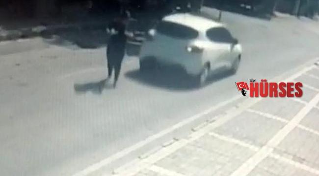 Elindeki tabakla karşıya geçmeye çalışan kadına, otomobil çarptı