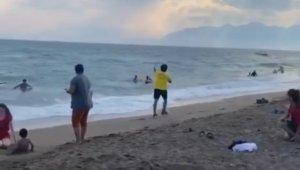 Sahte cankurtaranlardan sahilde tepki çeken şaka