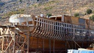 Tarlada inşa ettikleri tekneler yurt dışından da ilgi görüyor