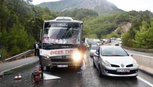 Antalya'da 6 araç birbirine girdi: 6 yaralı
