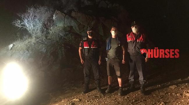 Antalya'da doğa yürüyüşünde kaybolan turisti jandarma buldu
