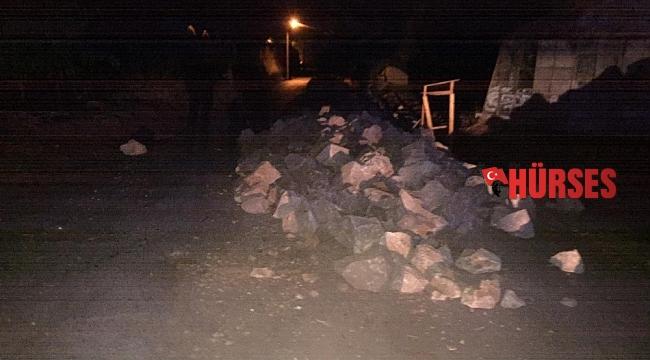 Taş yığınlarına çarpan motosiklet sürücüsünden acı haber