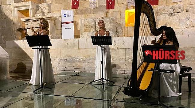'Trio Patara Grubu' ilk konserini Patara'daki meclis binasında verdi