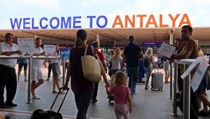 10 ayda ağırlanan 14 milyon ziyaretçinin 3 milyon 99 bini Antalya'ya geldi