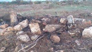 Bilinçsiz çalışma, mezarları tahrip etti