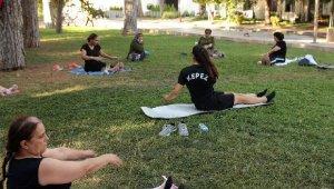Kepez'in kadınları güne sporla başlıyor