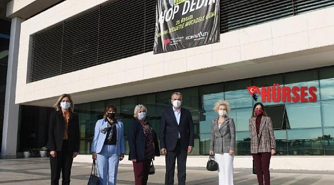 Konyaaltı Belediyesi'nden 'Asıl Biz Hop Dedik' pankartı
