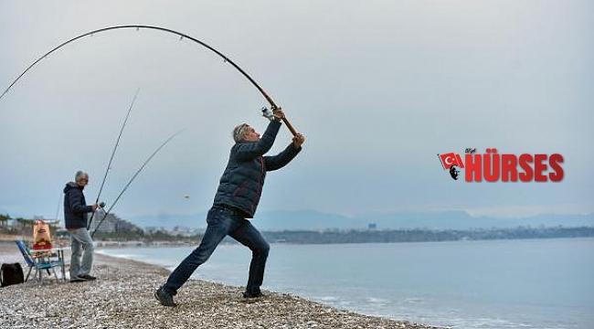 Antalya'da kısıtlama sonrası sahil keyfi