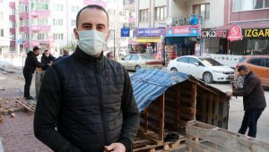 Gönüllüler sokak hayvanlarına paletlerden yuva yapıyor