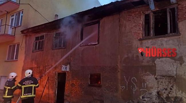 Kullanılmayan evde korkutan yangın