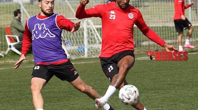 Antalyaspor, 6 yıldır yenemediği Başakşehir'i mağlup etmek istiyor