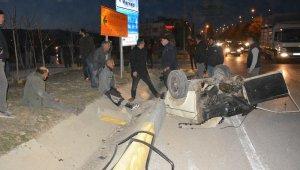 Kazada ikiye bölünen araçtan sağ çıktılar