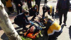 Manavgat'ta otomobil ile minibüs çarpıştı: 1 yaralı