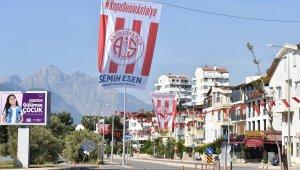 Esen'den Antalyaspor'a bayrak desteği