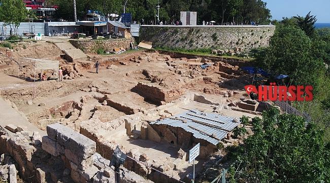Hıdırlık Kulesi çevresinde kazı çalışması genişletiliyor.