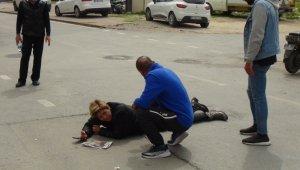Yemek götüren kadın, motosikletin devrilmesi sonucu yaralandı