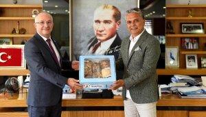 Başkan Uysal'dan KKTC Başkonsolosu'na tatlı veda