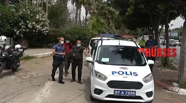 """Belgesiz yakalandı, """"Ceza kesemezsiniz"""" deyip polisi çileden çıkardı"""