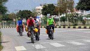 İranlı bisikletlilerden Türkiye'de 450 kilometre hedefi