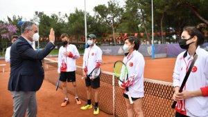 İşitme Engelliler Tenis Milli Takımı HayatPark kortlarında