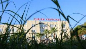 AÜ Turizm Fakültesi'nden uluslararası başarı