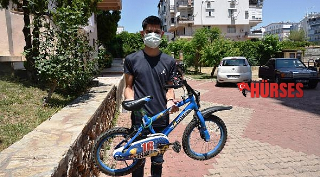 'Kaktüse vurdu' diye bisikletini yere çarptığı çocuk, korkudan altını ıslattı