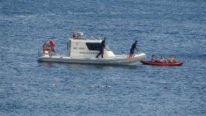 Kano ile denize açılan gençler, polisi alarma geçirdi