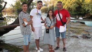 Sahte siteden rezervasyon yaptıran gurbetçi aile dolandırıldı