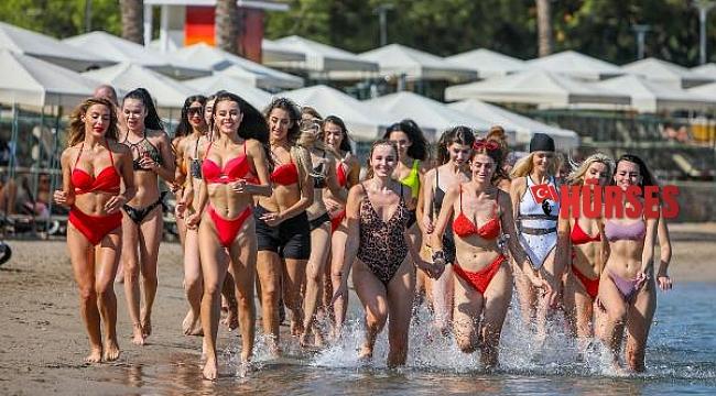 40 ülkeden güzellik kraliçesı adaylarının deniz keyfi