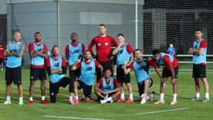 Antalyaspor'a 13 futbolcu geldi, 9 futbolcu gitti