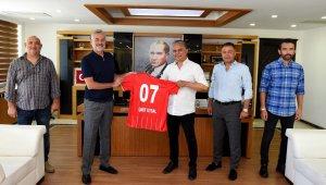 """Başkan Uysal: """"Sporu kent kültürü haline getirmek istiyoruz"""""""