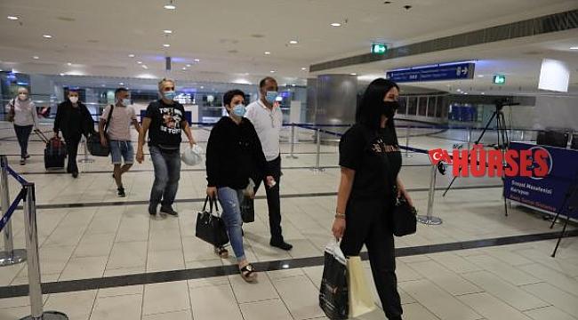İngiliz turistler 4 aylık 'kırmızı liste' engelinden sonra yeniden Antalya'da